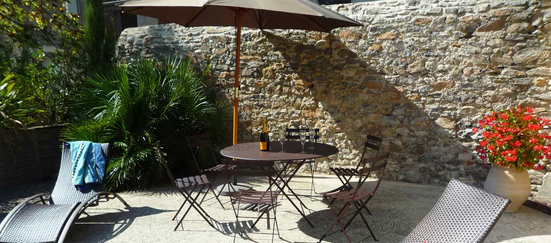 terrasse patio grand gite aude carcassonne
